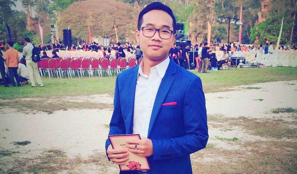Author Tem Tola